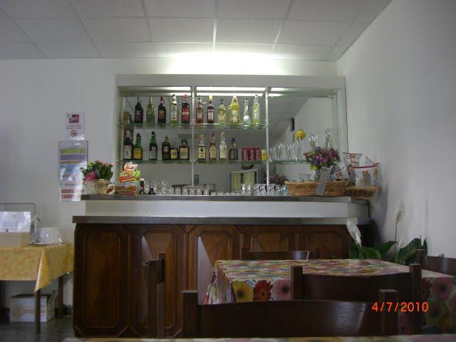 La sms castagnabuona for Arredamento bar anni 70