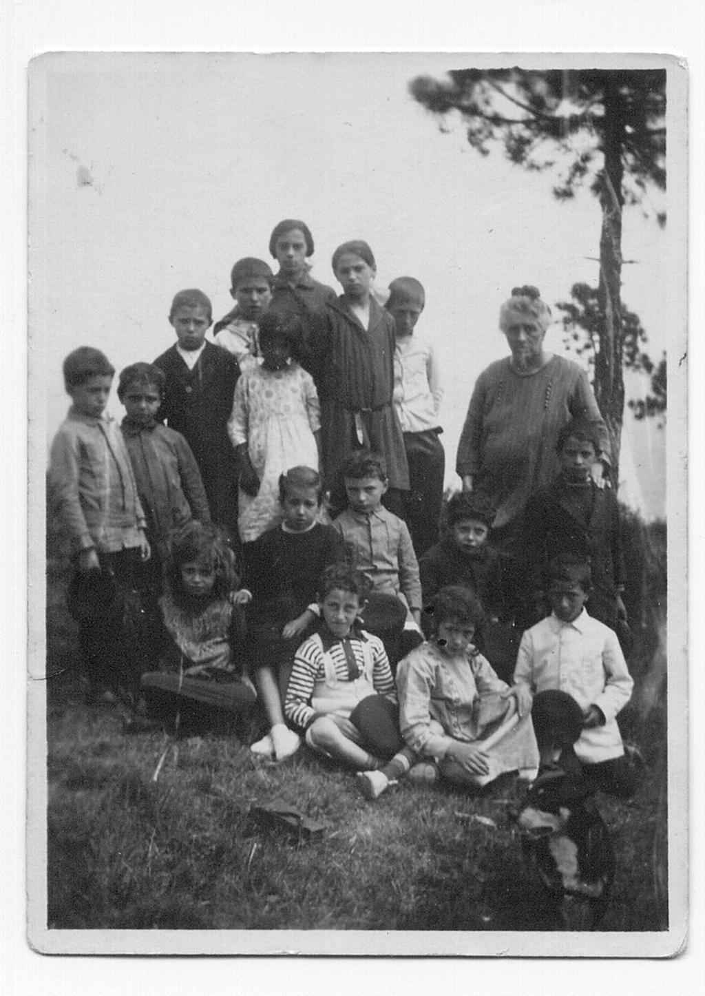 maestra e alunni alla croce (FILEminimizer)